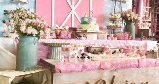 Pink Barnyard Dessert Tisch von einem Farm Girl Baby Shower auf Kara's Party...